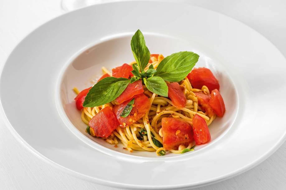 <span>Espaguete: enriquecido com amêndoa, tomate e pimenta</span>