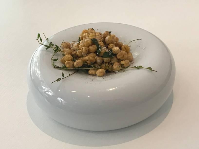 Petisco: grão-de-bico frito com ervas
