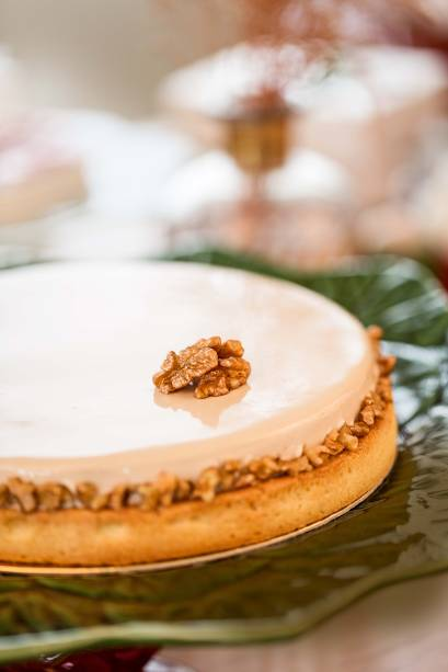 Torta de pera com nozes