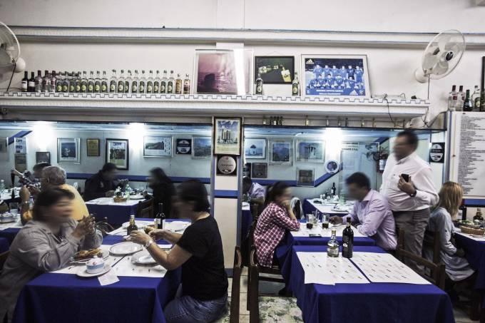 Ambiente do restaurante grego Acrópoles, no Bom Retiro.