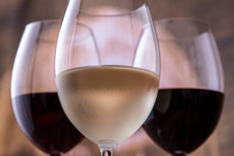 Vinhos: servidos em taça ou por garrafa