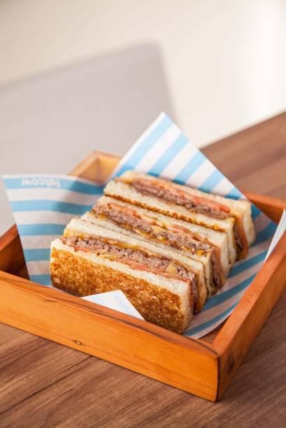 Prensadinho: <span>smash burger servido no pão de forma com queijo cheddar inglês, tomate e bacon</span>