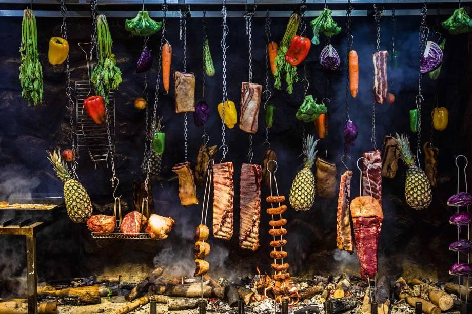 Varal para defumação de carnes mais vegetais: opções do menu