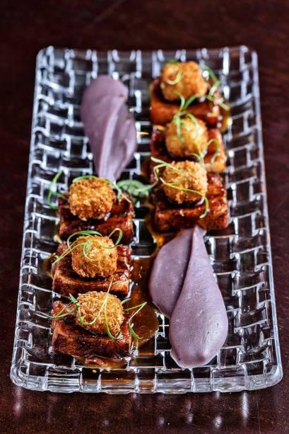 Pancetta: com bolinho de bacalhau e purê de couve-flor