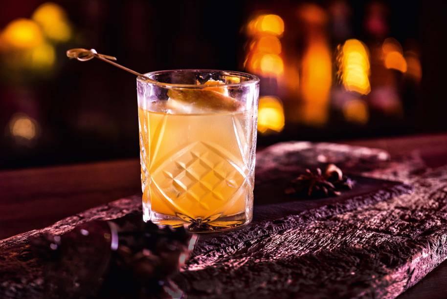 American apple pie: <span>bourbon, suco de maçã com álcool, xarope de especiarias e limão-taiti</span>