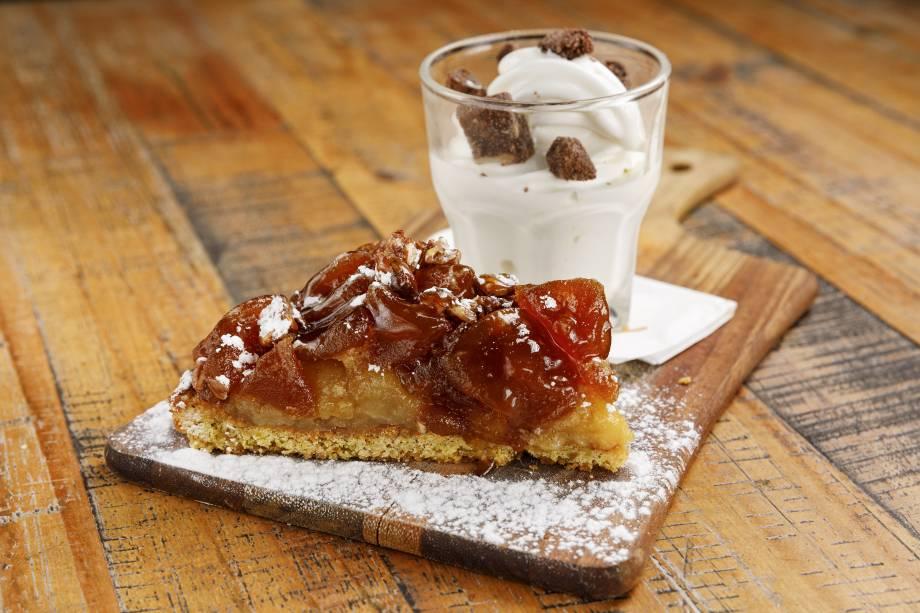 Torta de maçã: acompanha sorvete soft de leite
