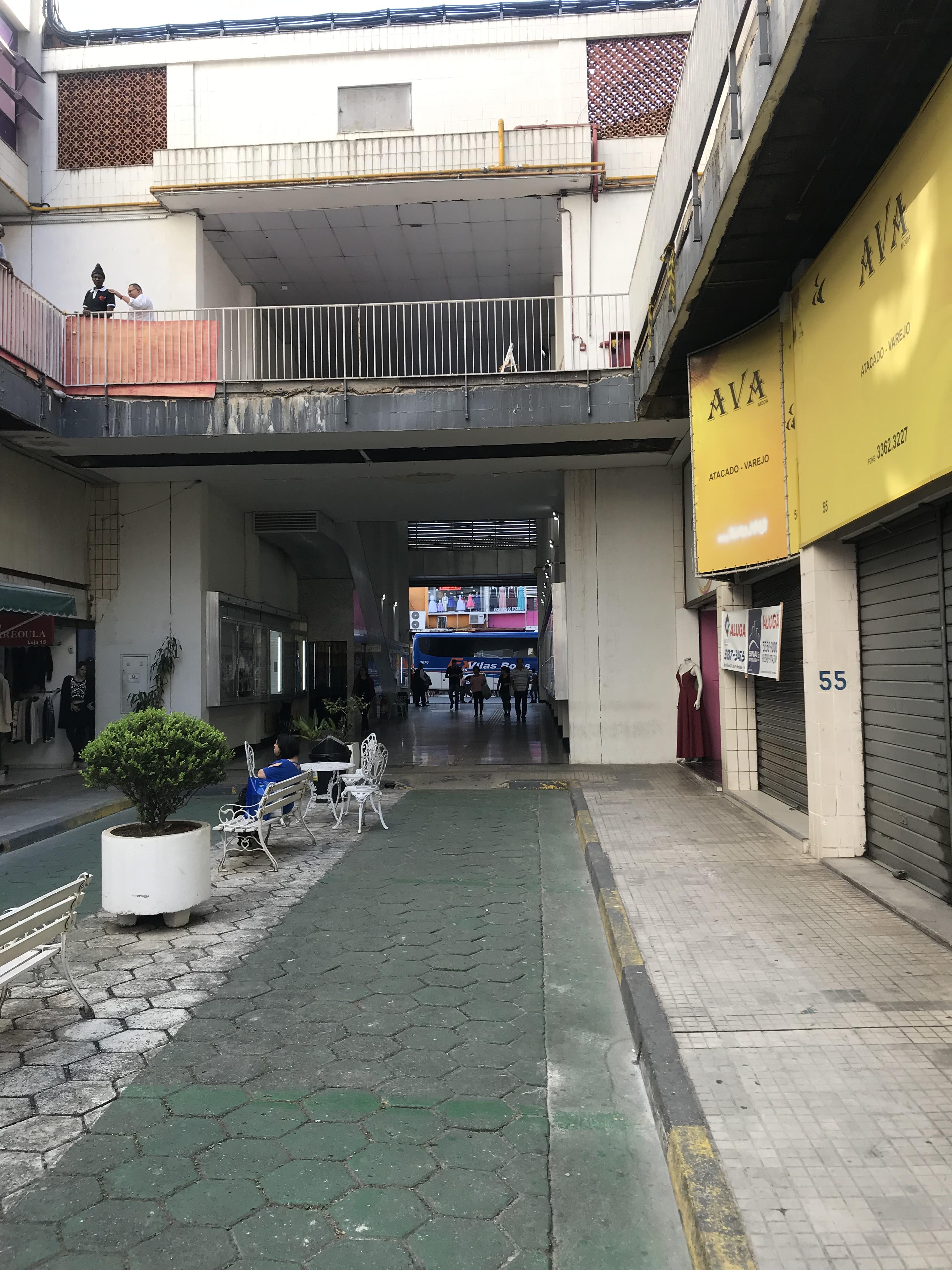Apesar da boa ocupação de lojas, há muitos andares vazios de escritórios.