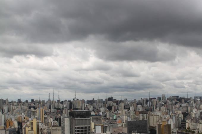 São Paulo com céu nublado