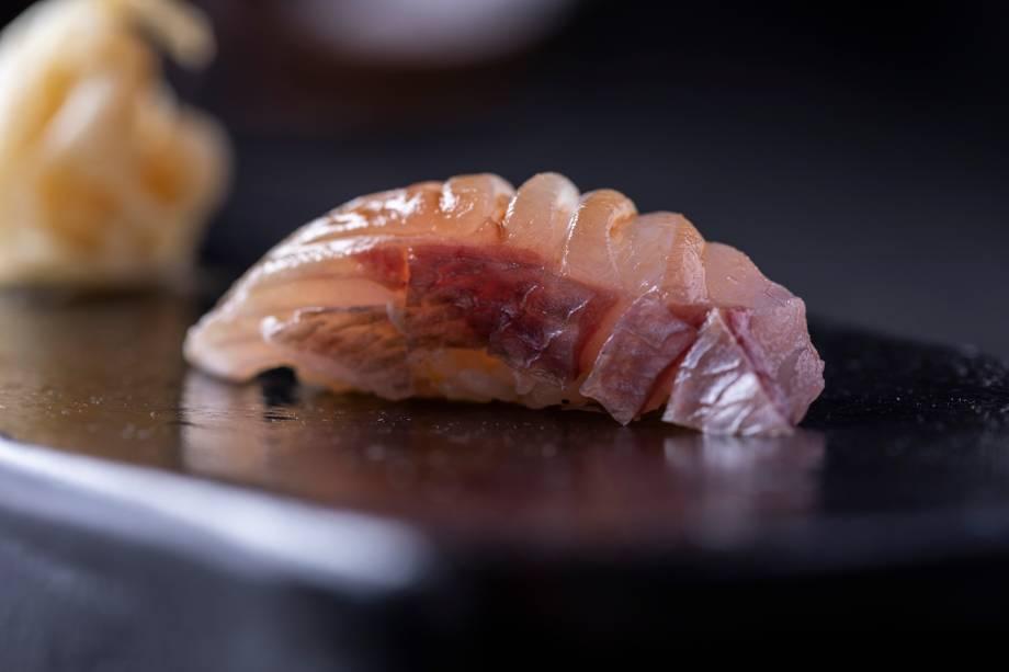 <span>Sushi de pargo: servido sobre arroz japonês morninho</span>