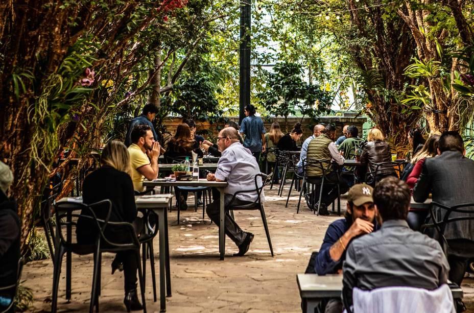 Pátio aberto: restaurante no centro