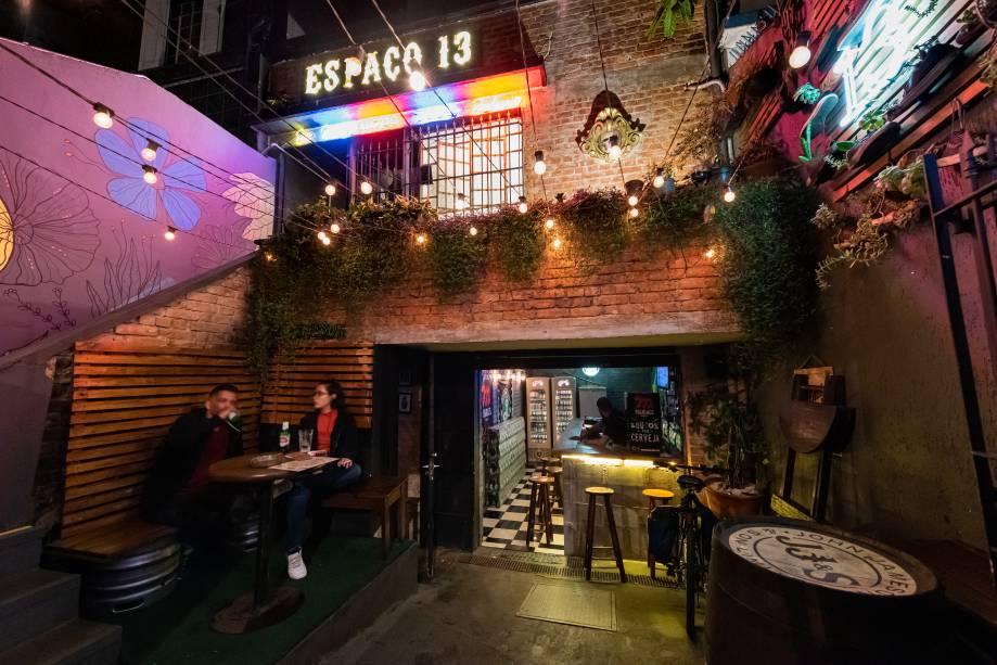 Espaço múltiplo: dois bares, barbearia e estúdio de tatuagem