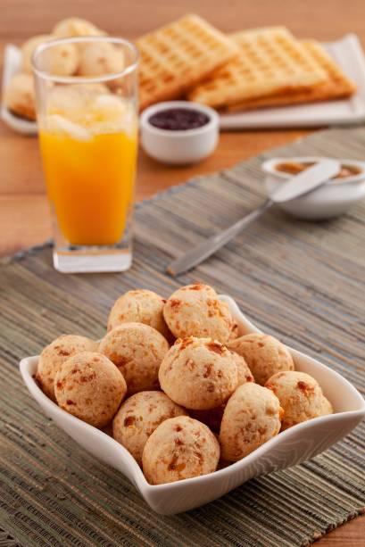 Pães de queijo: queijo de minas da Serra do Salitre e parmesão