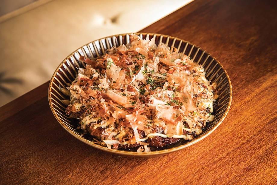 Okonomiyaki: pedida lembra uma panqueca oriental de frutos do mar