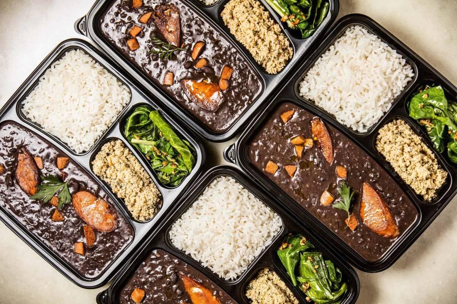 Feijoada de linguiça de soja: para levar ou comer por ali