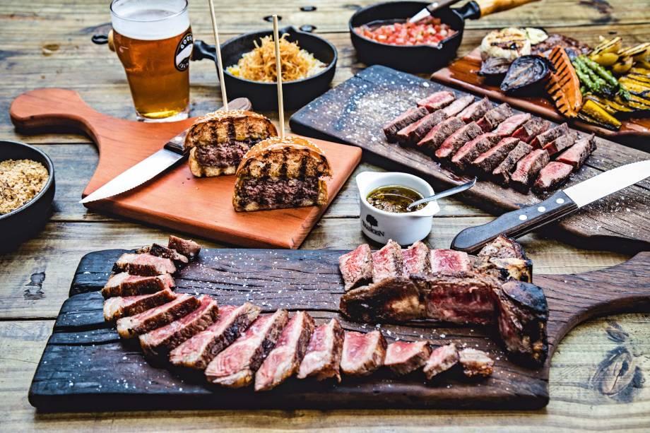 Steak dry aged e o flat iron: bons cortes para provar no quintal