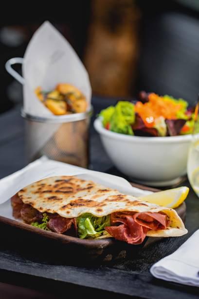 Piadina: sanduíche fino com recheios como bresaola