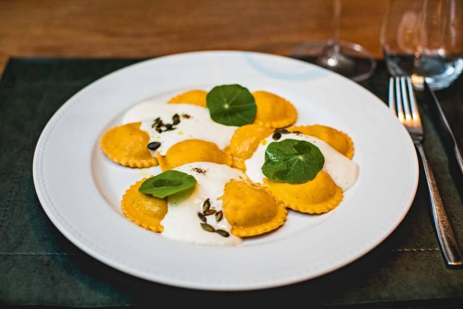 Ravióli de abóbora e mostarda di Cremona regado com espuma de queijo: pedida do Antonietta Cucina