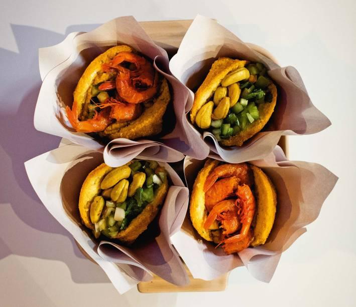 Acarajé em duas versões: tradicional ou vegetariano, com castanha e amendoim