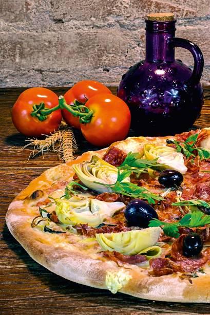 Amalfitana: mussarela, calabresa, coração de alcachofra em conserva e salsinha