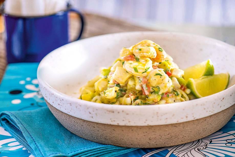 <span>Ceviche de frutos do mar: acréscimo de abacate e tapioquinha crocante</span>