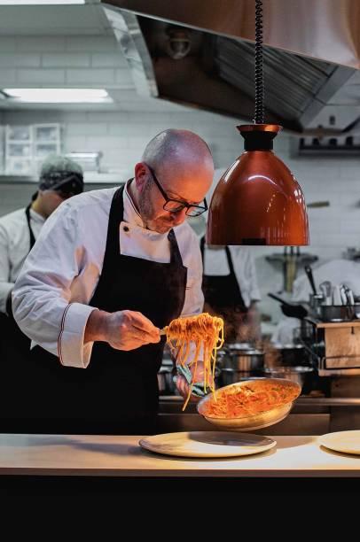 O chef Salvatore Loi: à frente da cozinha