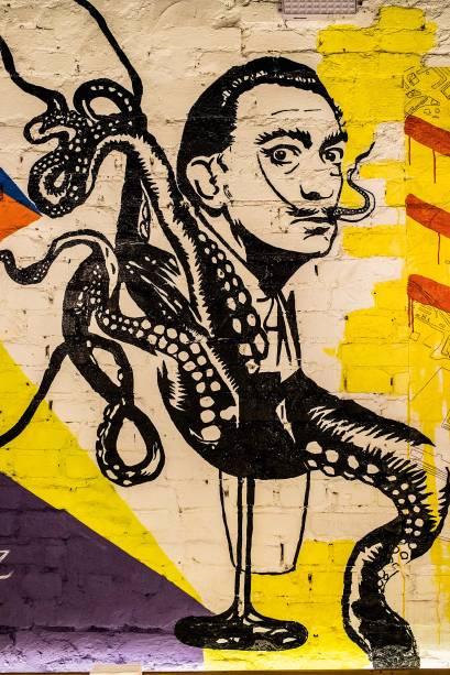 Ícones: o grafite colorido tem a caricatura de Dalí