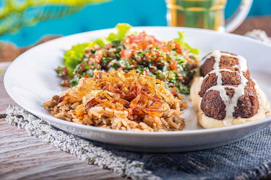 Faláfel: guarnecido de arroz de lentilha e tabule