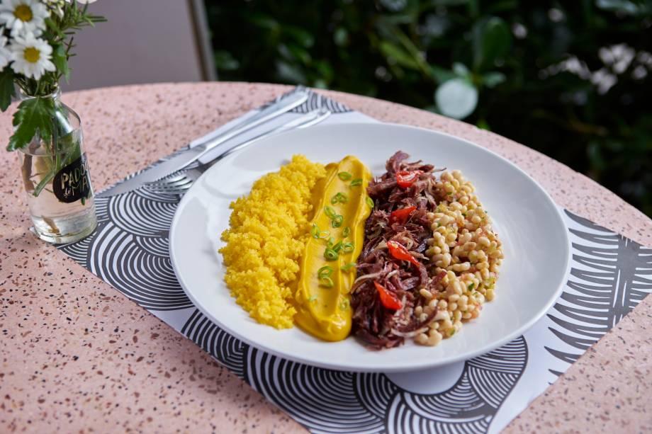 Feijão-manteiguinha: purê de abóbora cabotiá, cuscuz de milho e carne-seca acompanham