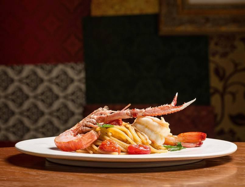 Massa com camarão e lagostim: opção do Pettirosso Ristorante