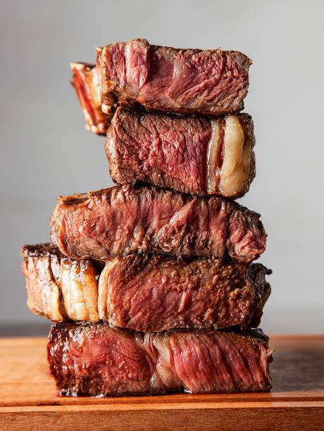 Variedade de cortes no rodízio: assado de tira, picanha, steak nb, bife ancho e costela premium
