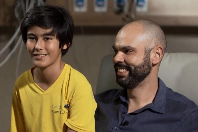 Bruno Covas ao lado do filho, Tomás