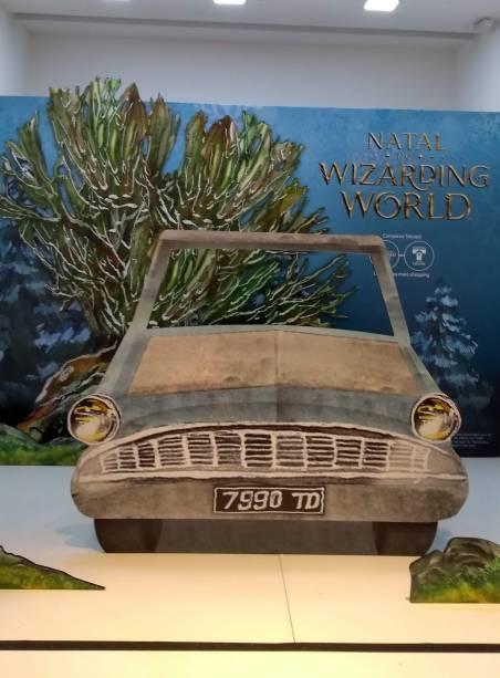 O carro usado por Rony e Harry em Harry Potter: A Câmara Secreta, no Shopping Metrô Boulevard Tatuapé
