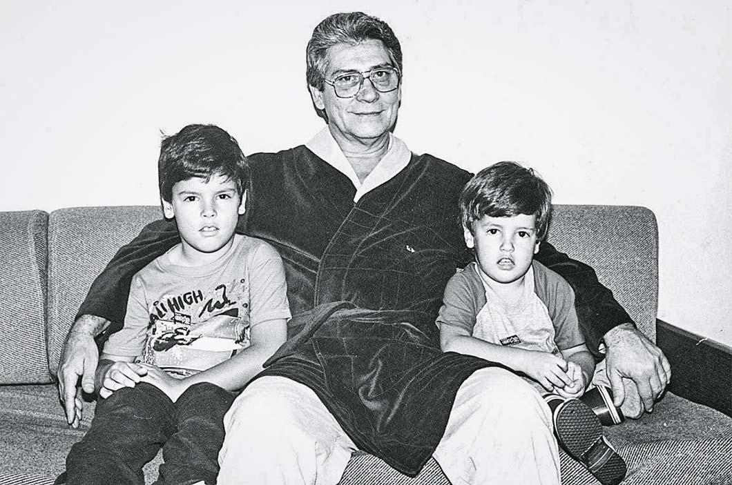 Mário Covas, ao lado dos netos