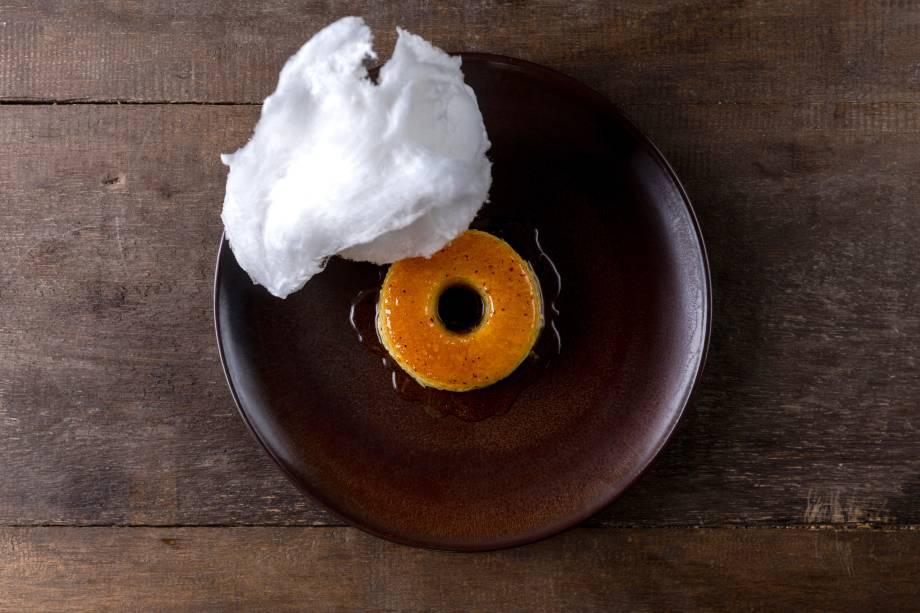 <span>Pudim: feito de tapioca e coberto de algodão doce</span>