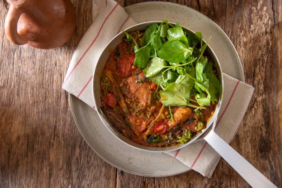 Galinhada com arroz e hortaliças:explosão de sabores