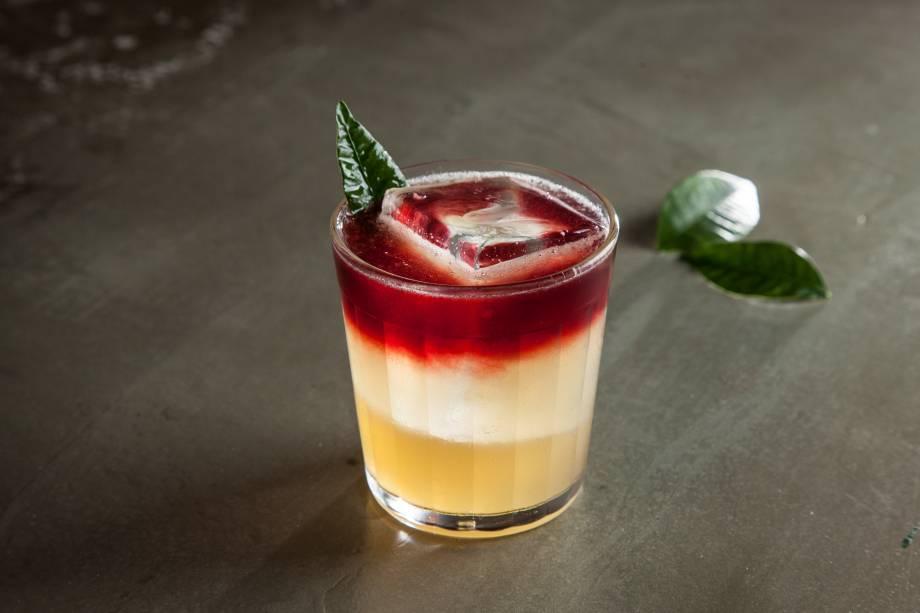 NY sour: bourbon, limão-siciliano e vinho tinto