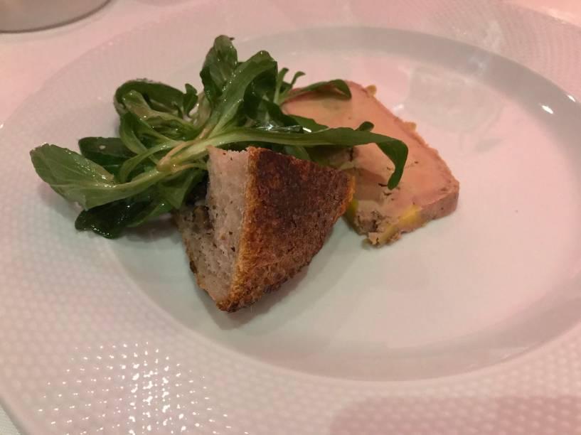 Foie gras com salada de mache ao azeite de amendoim: especialidade