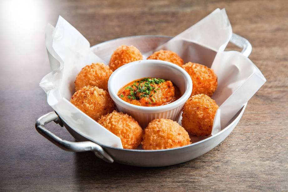 <span>Porção de arancini: recheio de queijos</span>