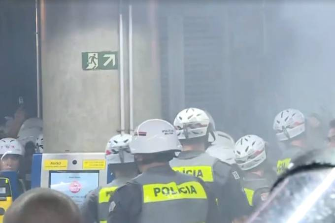 confronto-pm-manifestantes-01