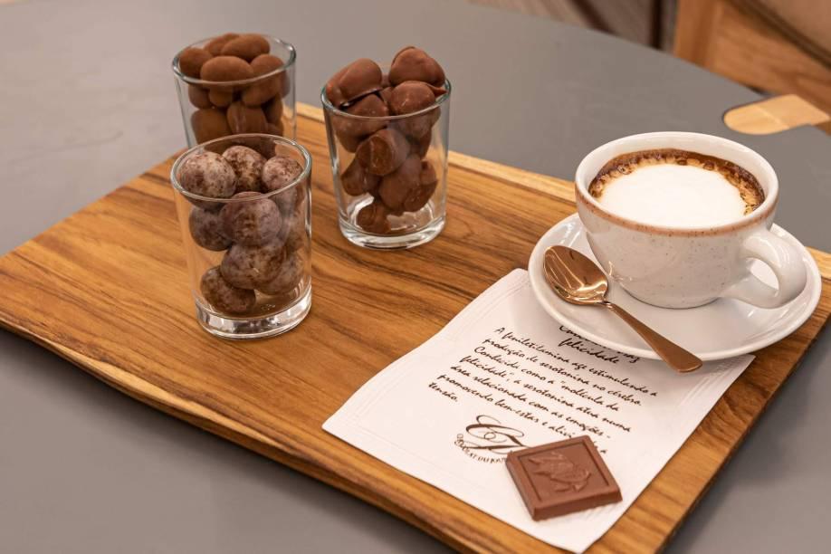 Confeitos e macchiato: entre as opções da operação de café