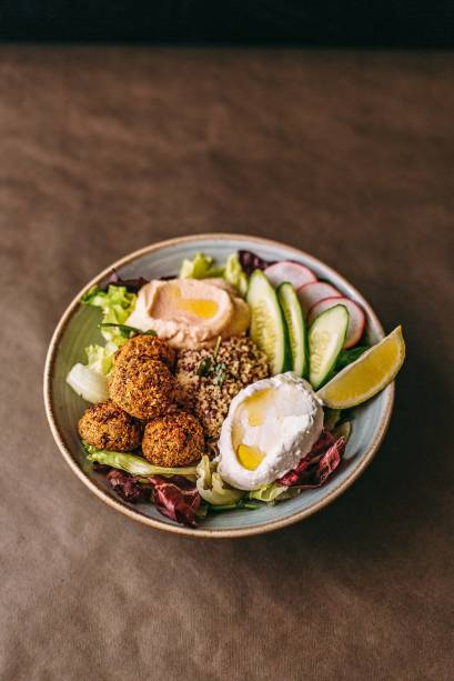 Saladinha no bowl: pegada turca