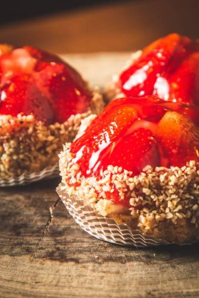 Tortinha de morango: entre os doces da vitrine