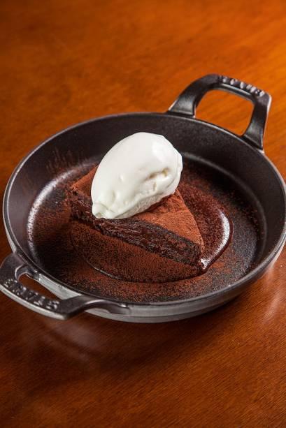 Torta de chocolate com sorvete de leite: pedida para finalizar
