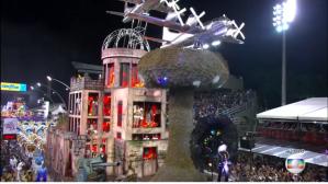 Águia de Ouro e o carro sobre Hiroshima