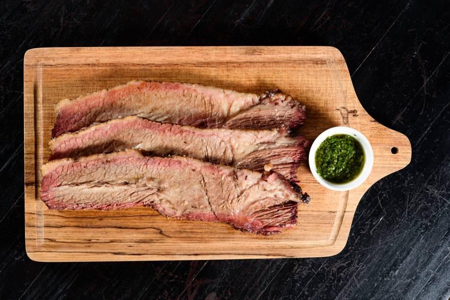 Brisket: carne defumada no pit
