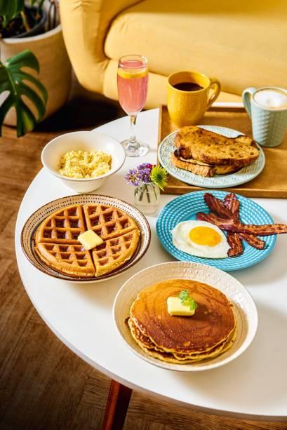 De pão com ovo a waffle e panquecas: menu extenso tem opções variadas