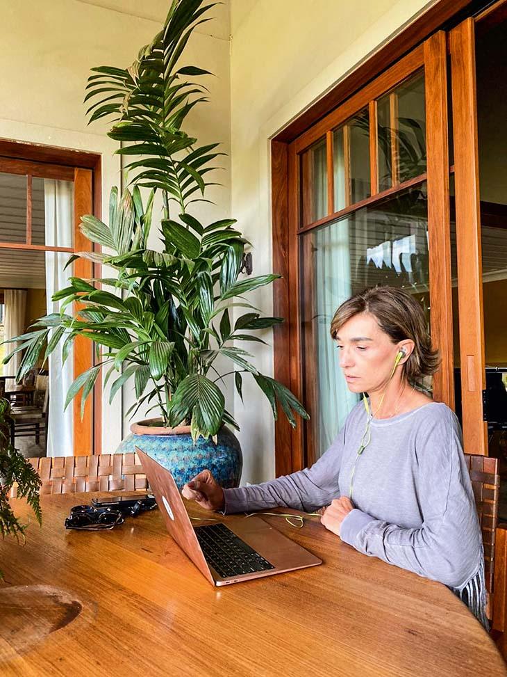 Ana Maria Diniz em seu escritório