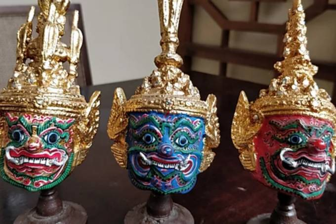 Namga miniesculturas de faces tailandesas