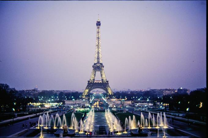 Torre Eiffel iluminada.