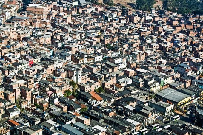 Favela da Brasilândia, vista do helicóptero do repórter aéreo, Comandante Hamilt.jpg